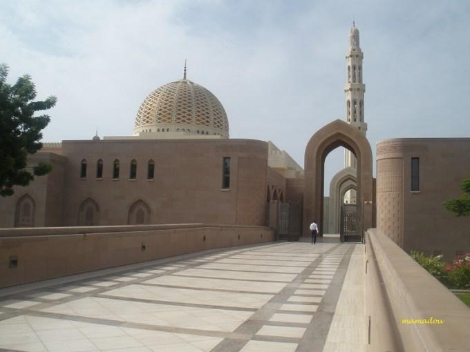 Masjid Raya Sultan Qaboos yang Berada di Muscat, Oman
