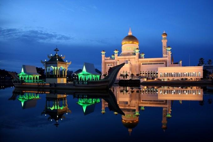 Masjid Sultan Umar Ali Saifuddin yang Berada di Brunei Darussalam