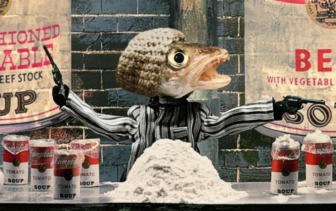 Karya Seni Ikan Bawa Pistol