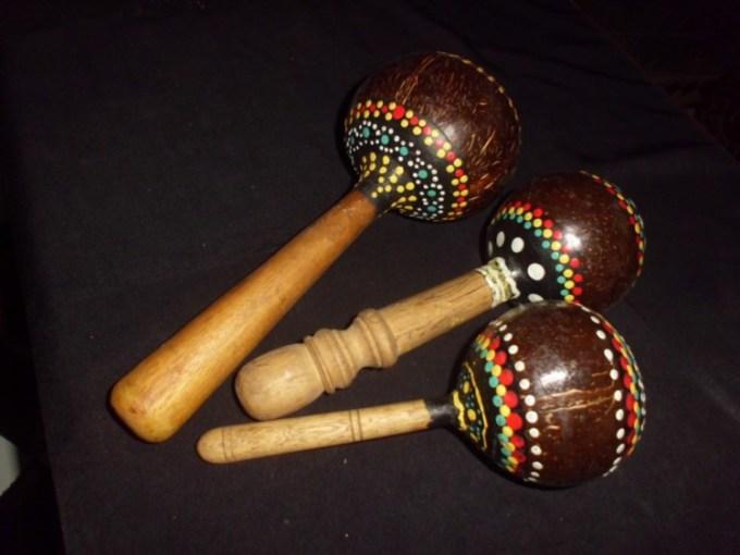 Alat musik ritmis bernama marakas