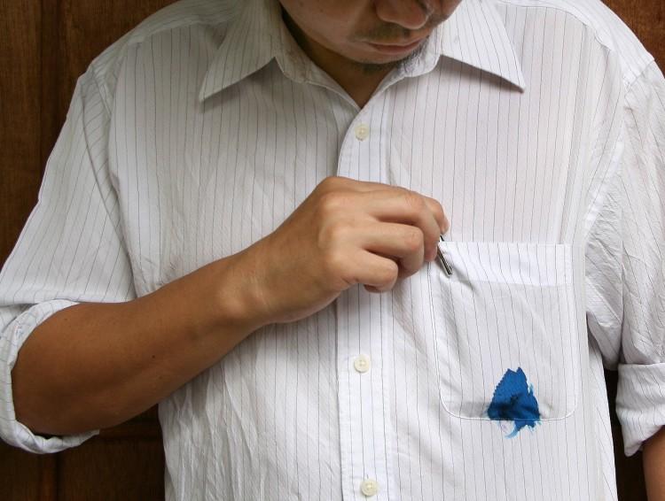 4 Cara Menghilangkan Noda Tinta Di Baju