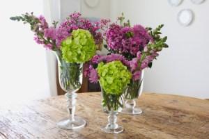 Rangakaian bunga di dalam vas