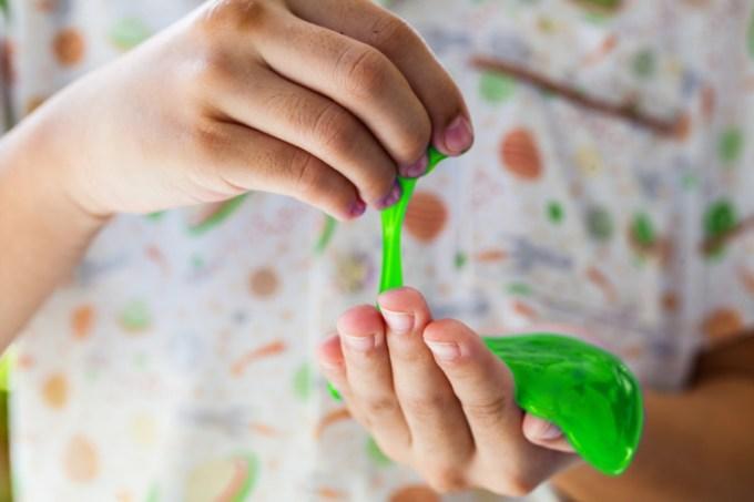 Cara Membuat Slime Hijau Muda