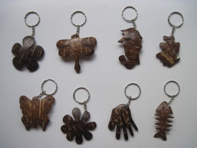 Gantungan Kunci dari batok kelapa