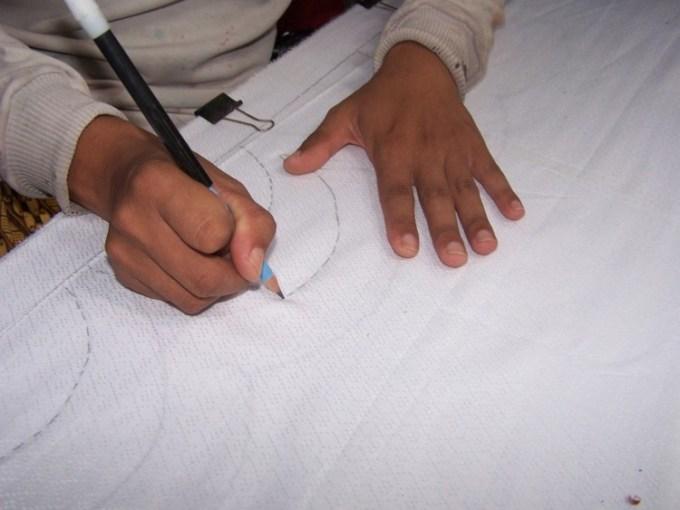 Membuat Molani atau Desain Batik