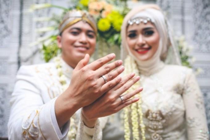 Peningsetan yang merupakan tahapan dalam prosesi pernikahan adat Jawa