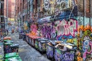 Gambar grafiti di gang sempit