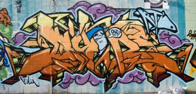 Gambar grafiti keren yang berwarna oranye