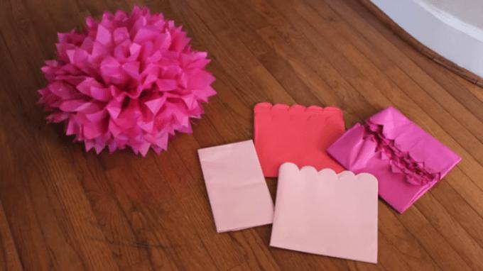 Membuat bunga dari kertas krep