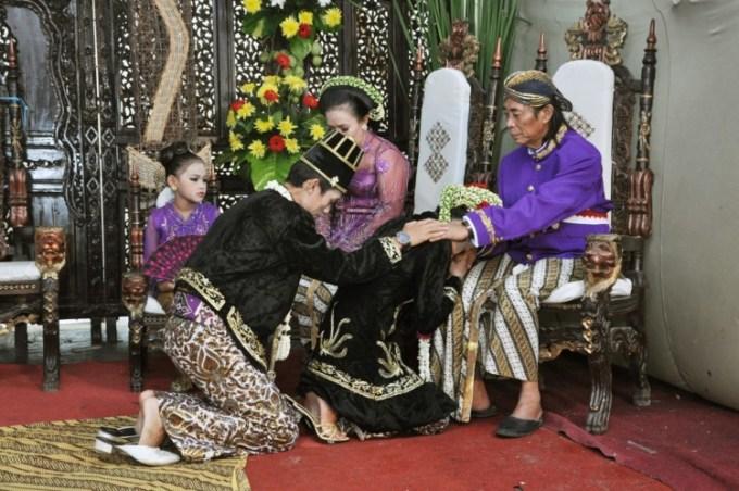 Tahapan terakhir dalam upacara pernikahan adat Jawa adalah sungkeman
