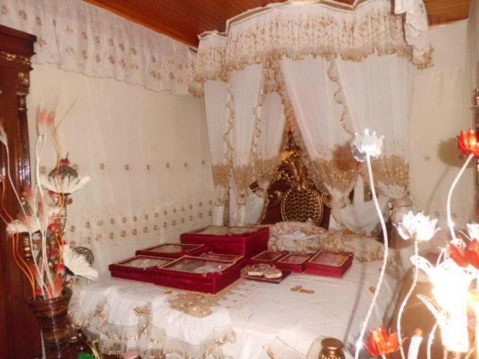 Dekorasi kamar pengantin megah