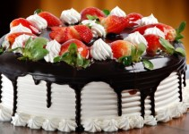 Gambar Kue Ulang tahun stoberi