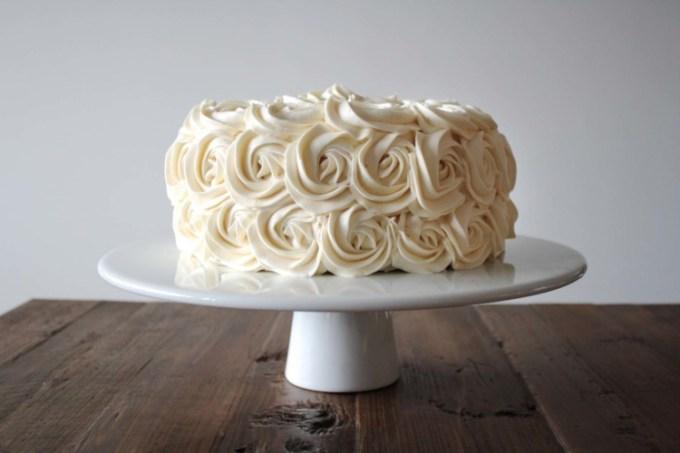 Kue yang dihias dengan buttercream