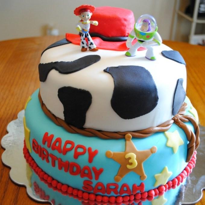 Kue yang dihias menggunakan fondant