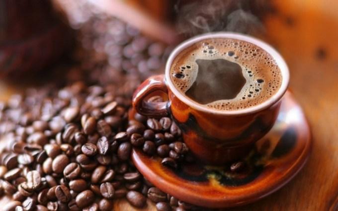 Segelas kopi panas