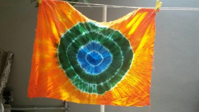 Batik jumputan warna warni