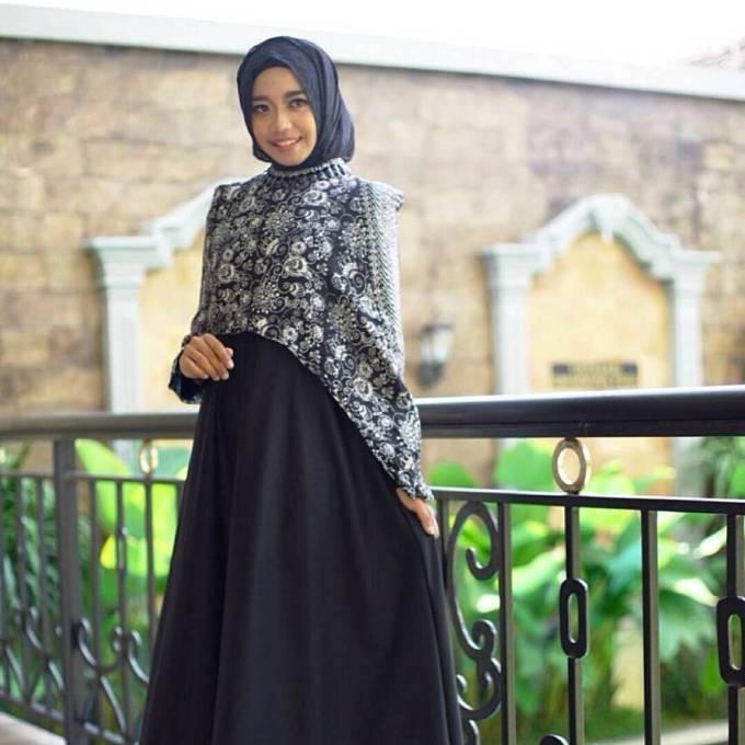 Desain batik kombinasi polos terbaru