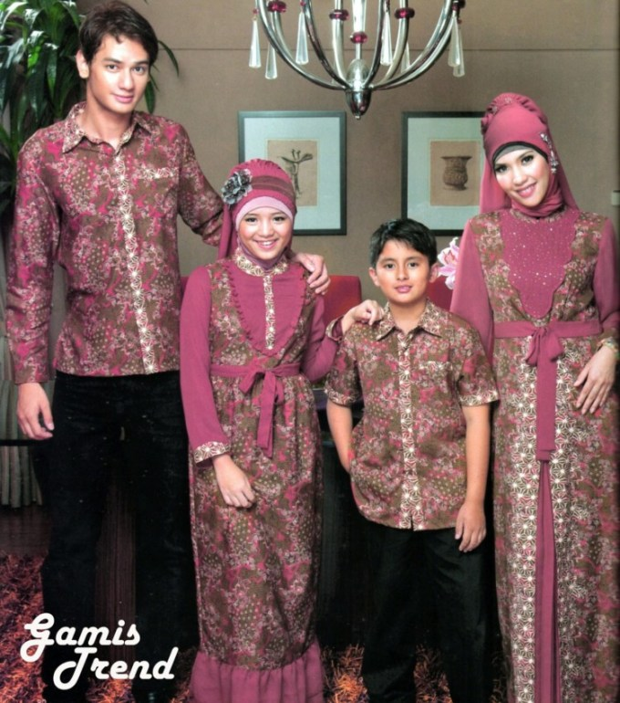 Model Batik Kombinasi Brokat untuk Satu Keluarga