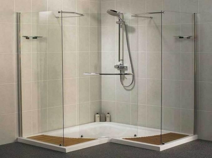 Ide keramik untuk kamar mandi yang memakai shower