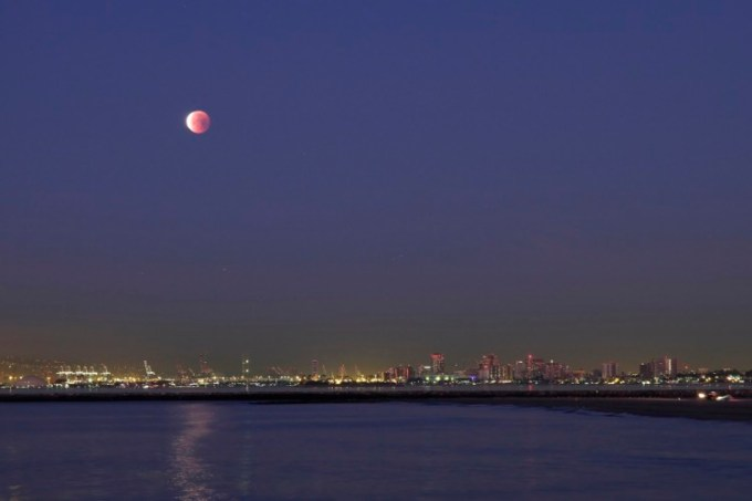 Gerhana bulan di California