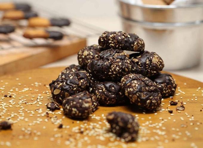 Biskuit Coklat Wijen