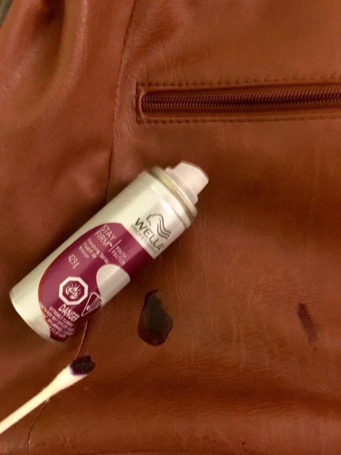 Cara menghilangkan noda tinta pada kulit menggunakan hairspray