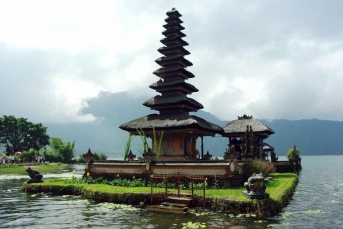 Liburan ke Bali lihat bangunan unik