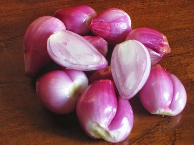 Cara menyimpan bawang merah kupas