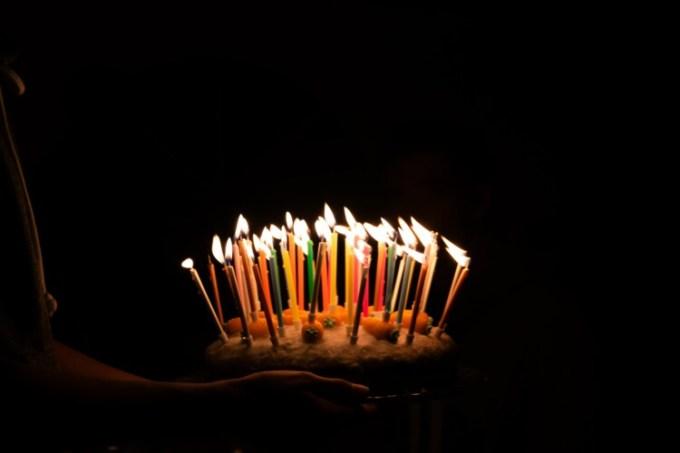 Ucapan selamat ulang tahun di kue