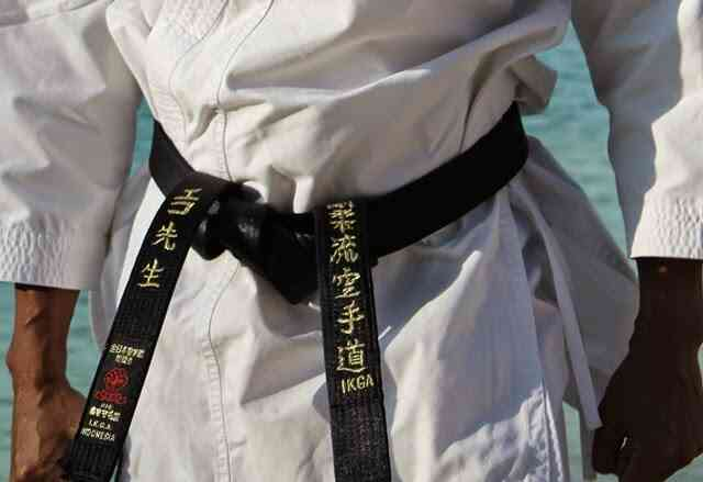 sabuk hitam karate - urutan sabuk karate tertinggi