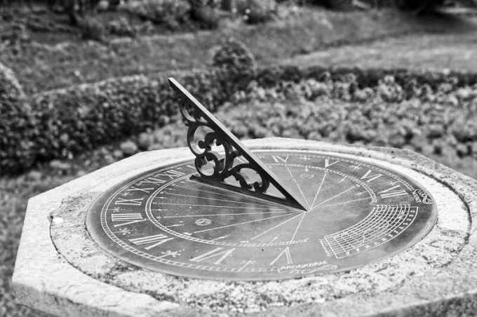 jam matahari adalah alat ukur waktu