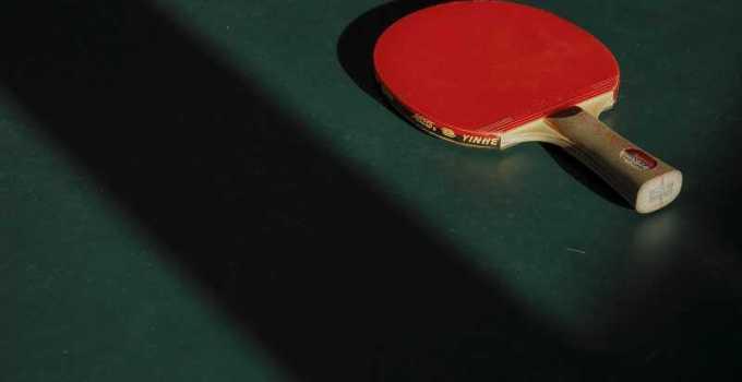 nama alat pemukul tenis meja