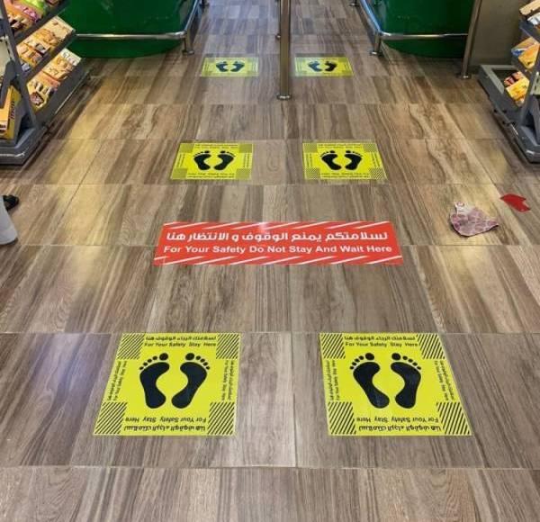 """""""البلدية"""" تلزم مراكز التسوق بوضع إشارات للمسافات الصحية بين المتسوقين"""