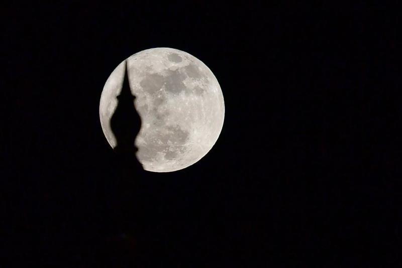 """""""فلكية جدة"""": القمر العملاق يظهر في سماء المملكة الثلاثاء المقبل"""