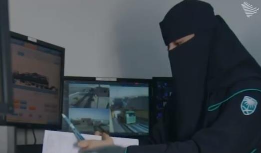 فيديو- موظفتان ترويان تجربتهما في العمل بالجمارك