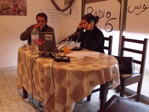 Dans le studio de Radio 6, une des premières radios libres du pays