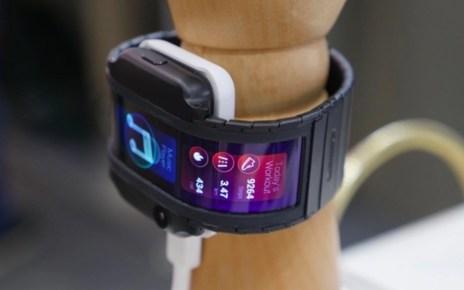 螢幕快照 2019 02 12 下午2.08.51 Nubia採用軟性螢幕打造的可穿戴手機Nubia α將揭曉量產版本?
