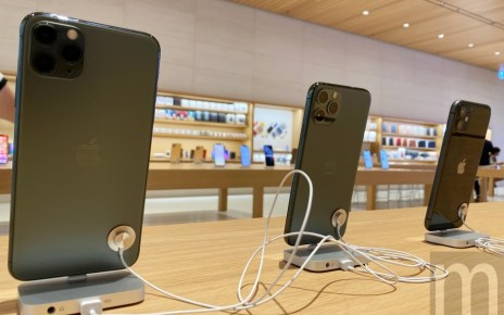 IMG 5387 2 iPhone 11系列開放銷售,電信業者以加碼贈禮吸引排隊人潮