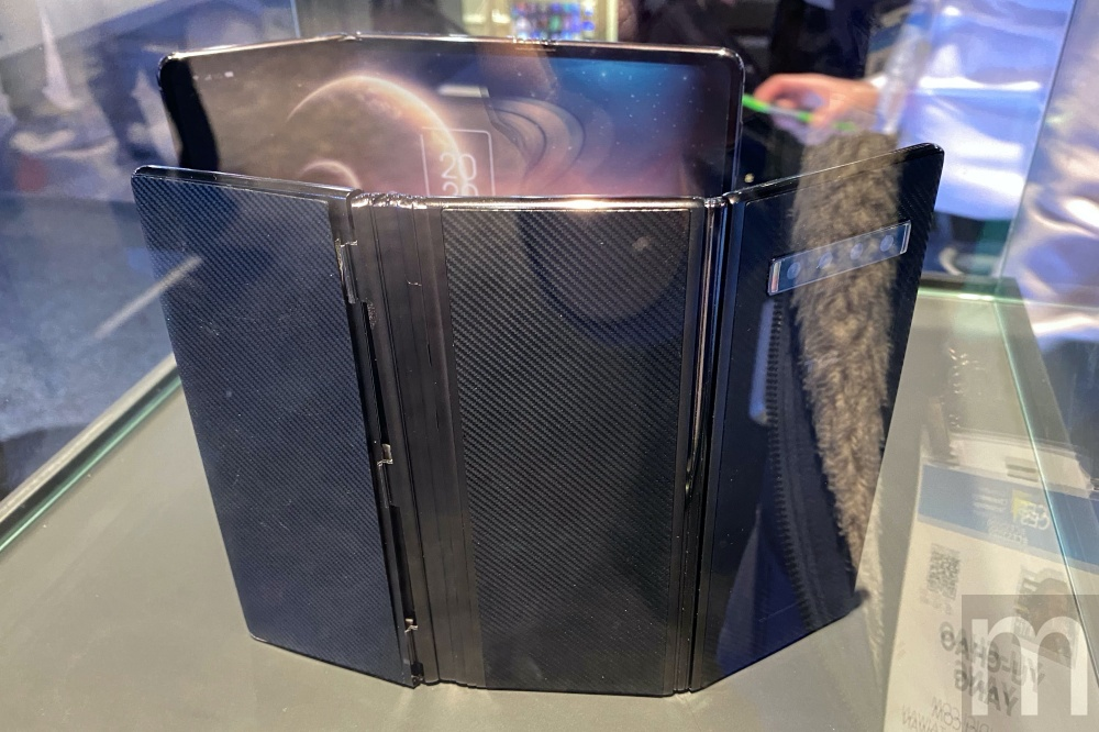 IMG 9191 動眼看/華星光電採Z字凹折螢幕手機原型,攤開可變成10吋平板