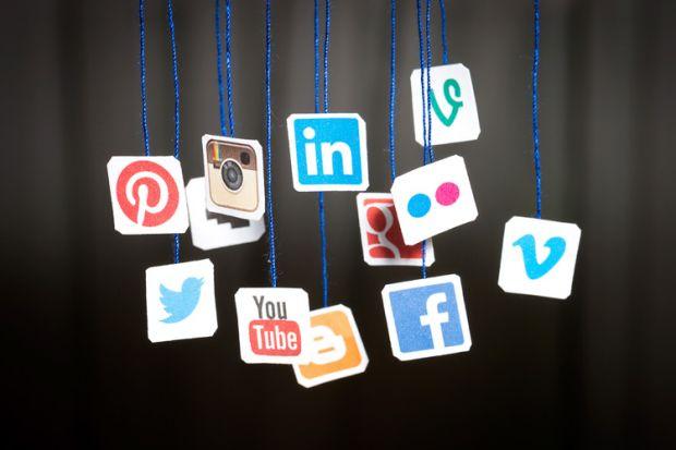 سوشل میڈیاقانون
