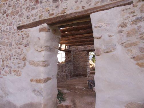 La puerta trasera y vigas del 1er nivel