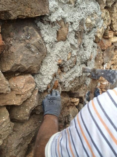 9 Rejuntado reforzado con cuñas de piedra