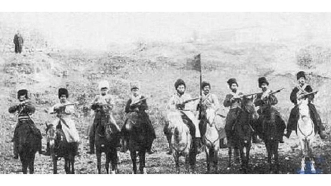 Aserbaidschanische Demokratische Republik und Aufstand von Gändschä