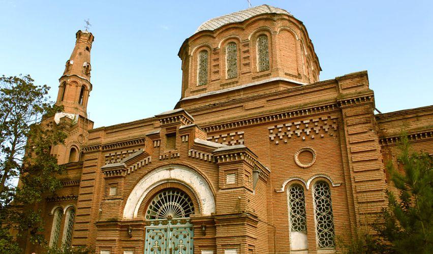Die russisch-orthodoxe Kirche in Gandscha ist durch Raketenangriff beschädigt