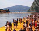 Puente de tres kilómetros sobre el lago Iseo, Italia