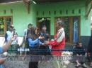Penyerahan bibit tanaman pada acara Bina Lingkungan dan Konservasi Sempadan Sungai Serayu desa Pegalongan Patikraja Banyumas (2)