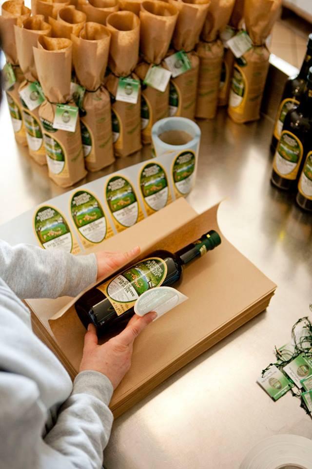 De ce e mai scump uleiul de masline obtinut artizanal?