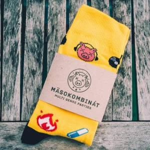 masokombinat zlte ponozky
