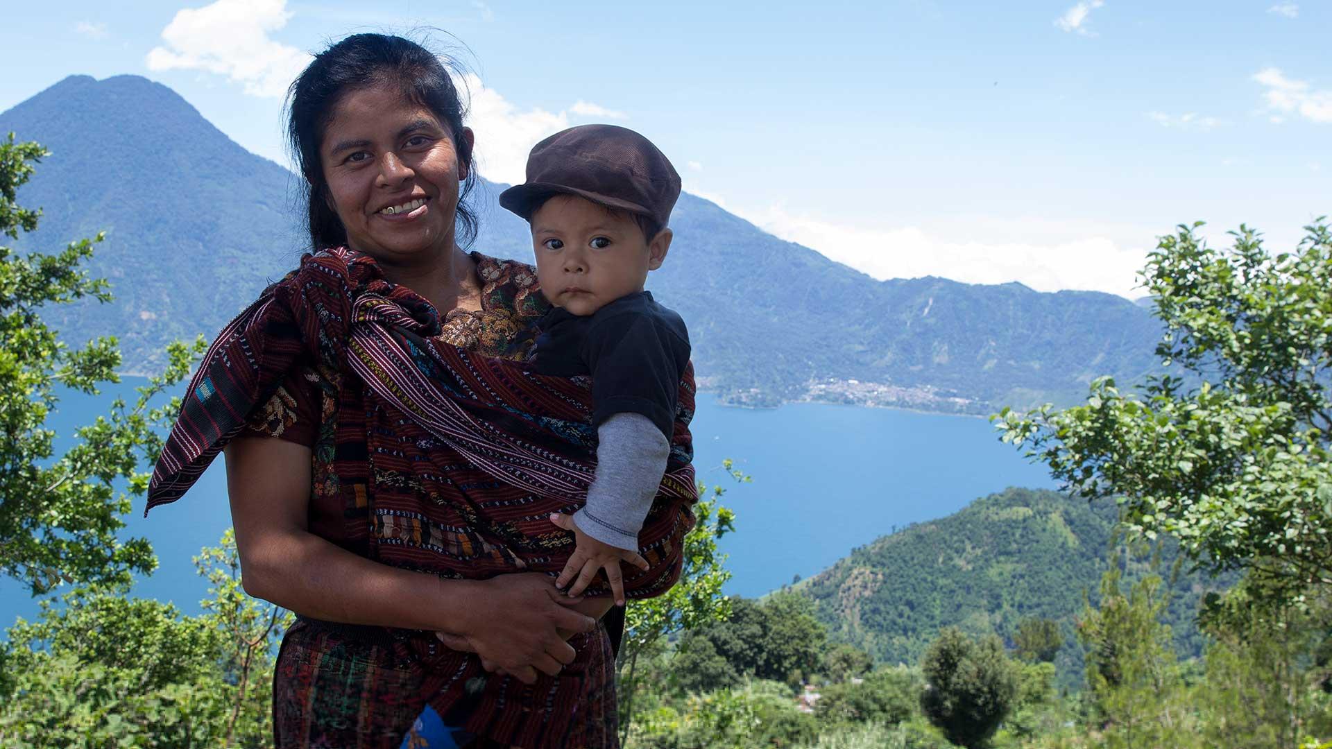 Rosa, som vill ge sina barn en bättre start än hon själv fick.