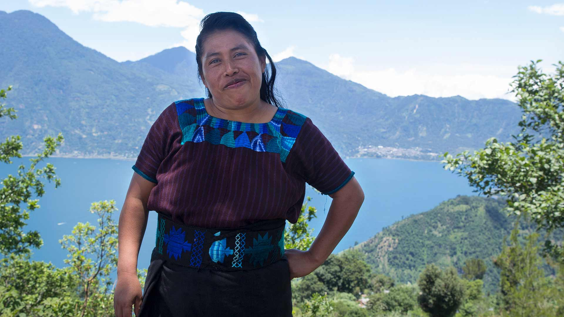 Lucía driver ett småföretag som tillverkar smycken i Guatemala